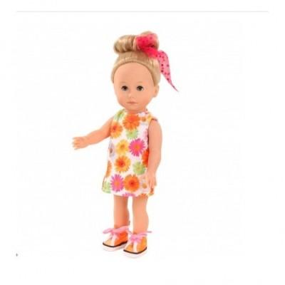 Papusa Gotz Mia are o rochie înflorată